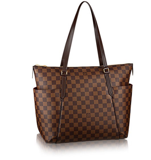 0936bd6d6d41 Check out the video to see what s in my bag and how I m loving the Louis  Vuitton Totally MM!